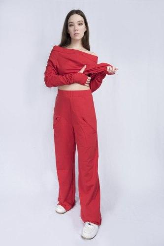 Алый костюм с широкими брюками Millennium 2115
